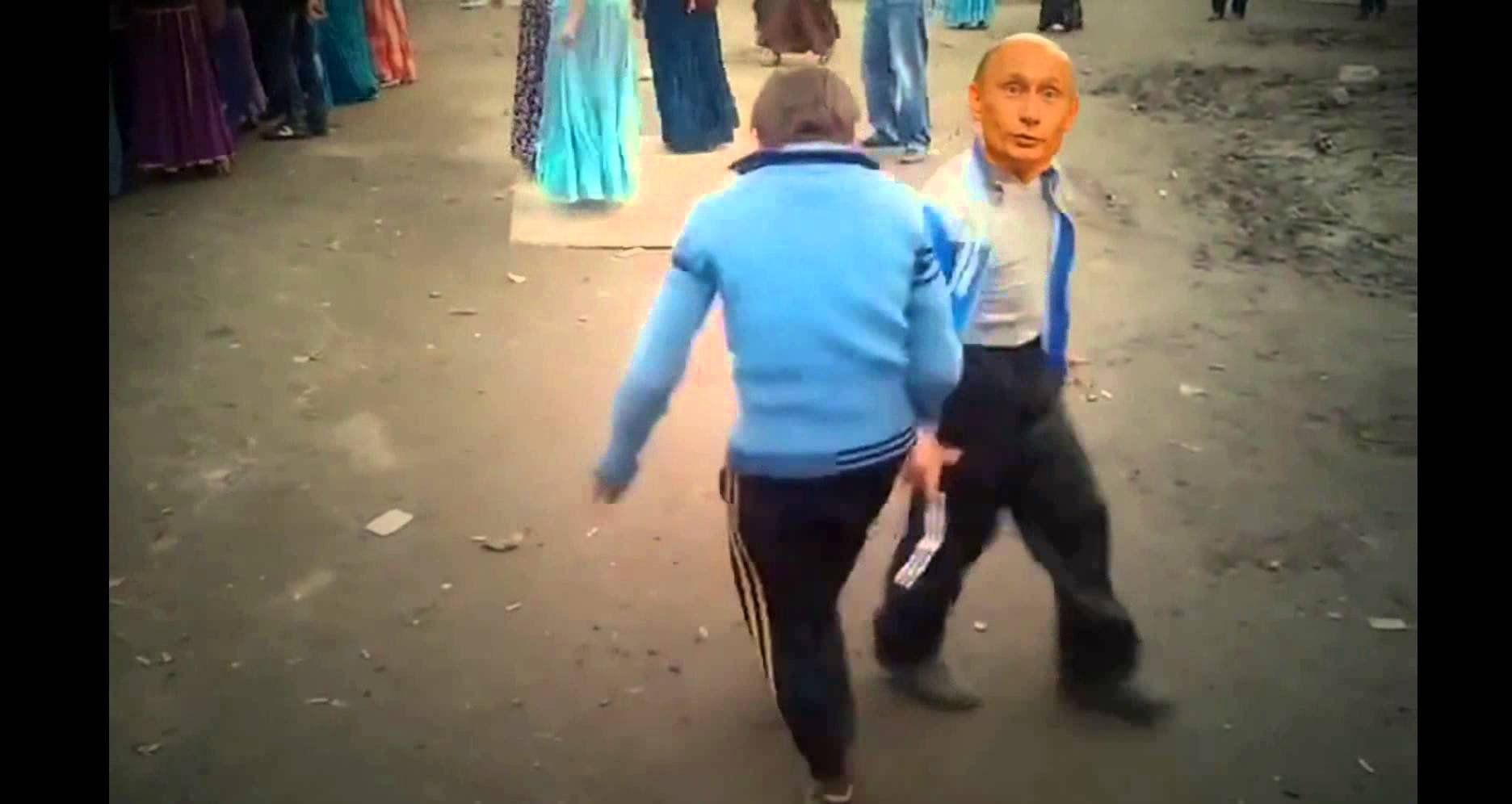 красивые девушки танцуют в мини юбке видео: